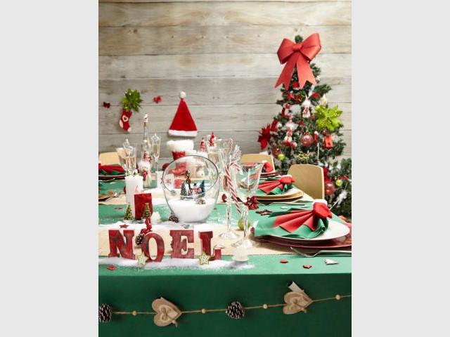 Faire un pliage avec deux serviettes pour une table de fêtes raffinée - Dix détails pour une déco de tables originales