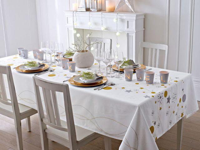 Créer un centre de table avec un vase et des branches peintes pour une table de fêtes épurée - Dix détails pour une déco de tables originales