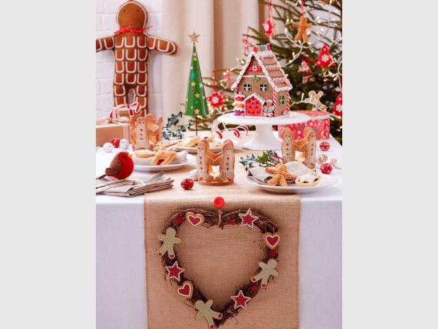 Suspendre une couronne au bout du chemin de table pour une décoration traditionnelle  - Dix détails pour une déco de tables originales