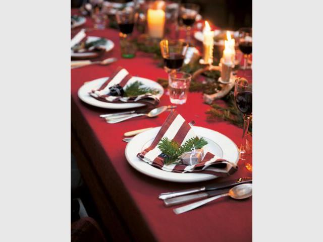 Récupérer des branches de sapins comme décoration pour une table de fêtes très nature - Dix détails pour une déco de tables originales