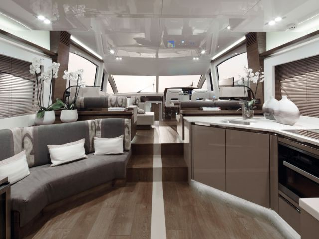 Un coin cuisine d'une discrétion absolue - Yacht Pearl 65
