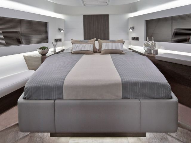 Une chambre lumineuse et chaleureuse - Yacht Pearl 65