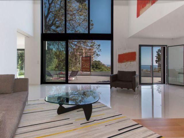 Surfaces vitrées importantes - Demeures corses - maison dans les arbres