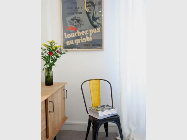 Des objets vintage pour rappeler l'esprit du vieux Paris - Deux-pièces sombre en location touristique colorée et vintage