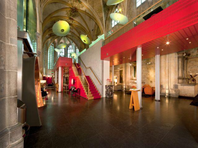 Une passerelle pour optimiser l'espace - Hôtel Kruisheren, Maastricht