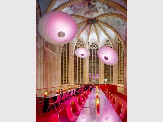 Un restaurant sous la nef de la cathédrale - Hôtel Kruisheren, Maastricht
