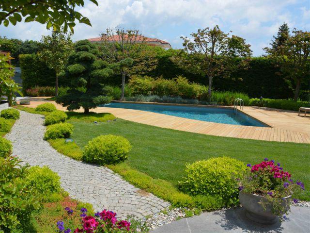 Piscine intégrée au parc d'une villa 1/2 - Baignades naturelles