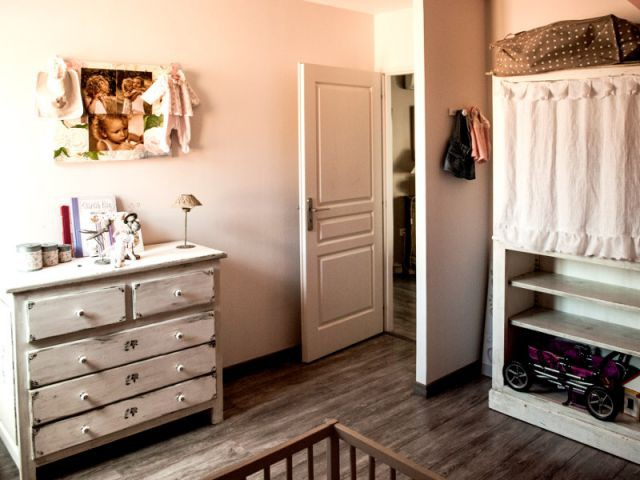 Des chambres décorées avec des meubles familiaux - Reconversion d'une ancienne papeterie en loft contemporain