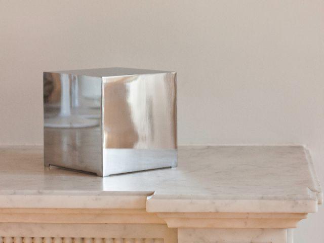 Un ordinateur cubique comme un objet de décoration
