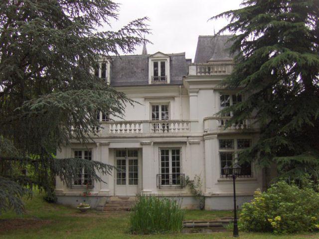 Avant : une demeure qui a perdu toutes ses ornementations - Une demeure du 19ème siècle retrouve sa fraicheur et son authenticité
