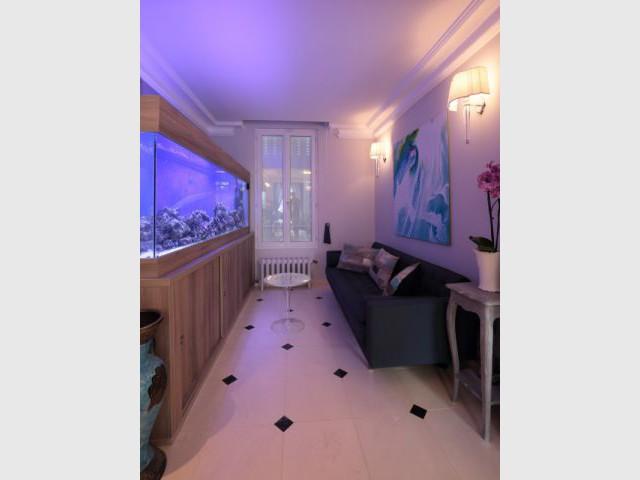 Des ambiances lumineuses variées selon les espaces - Une maison familiale du 19ème siècle allie style Louis XV et décoration contemporaine