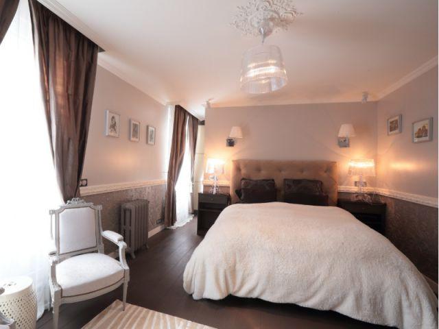 Une suite parentale qui reprend les codes de l'hôtellerie - Une maison familiale du 19ème siècle allie style Louis XV et décoration contemporaine