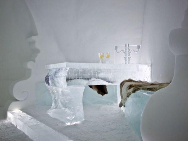 Un mobilier volumineux et exubérant  - Hôtel de glace suite Rococo