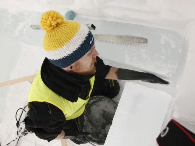 La snice, mélange de neige et de glace, a servi à renforcer la structure - Hôtel de glace suite Rococo