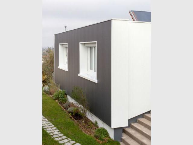 Des huisseries inchangées mais leur entourage protégé - Isolation thermique et d'un ravalement de façade en 20 jours
