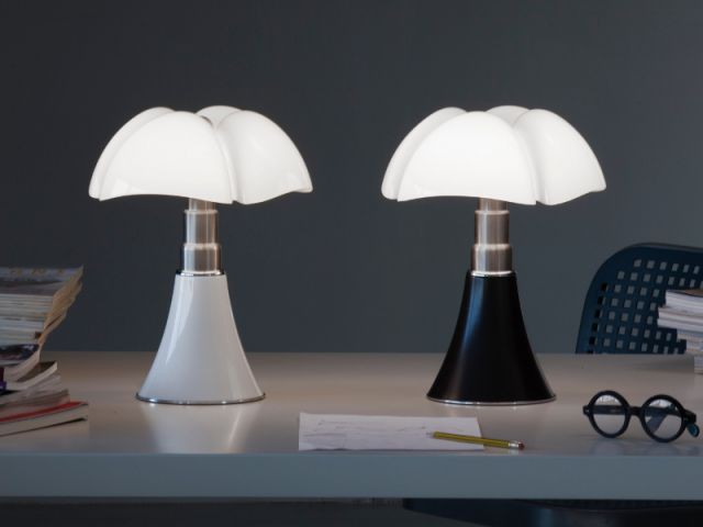 la lampe pipistrello a 50 ans et pas une ride. Black Bedroom Furniture Sets. Home Design Ideas
