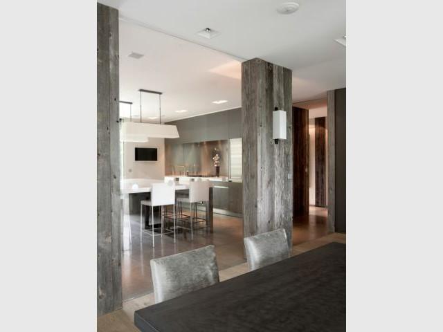 Une paroi vitrée entre la cuisine et la salle à manger - Création de deux cuisines