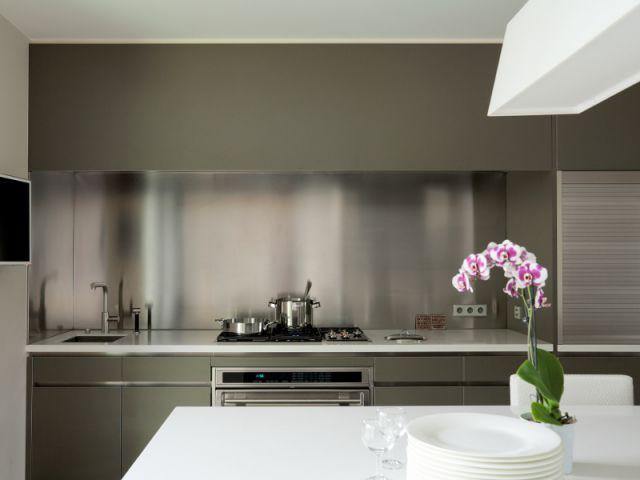 De l'inox pour réfléchir la lumière - Création de deux cuisines