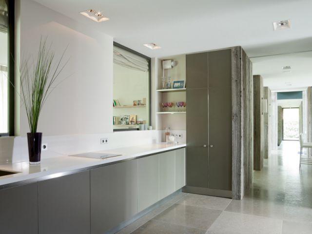 Une arrière-cuisine moderne dans la continuité de la première - Création de deux cuisines