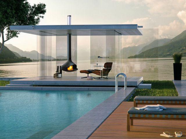 Un salon d'extérieur avec cheminée suspendue pour profiter de sa piscine en hiver - Des salons d'extérieur bien au chaud