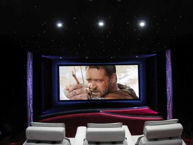 Des équipements domotiques intuitifs - Salle de cinéma privée