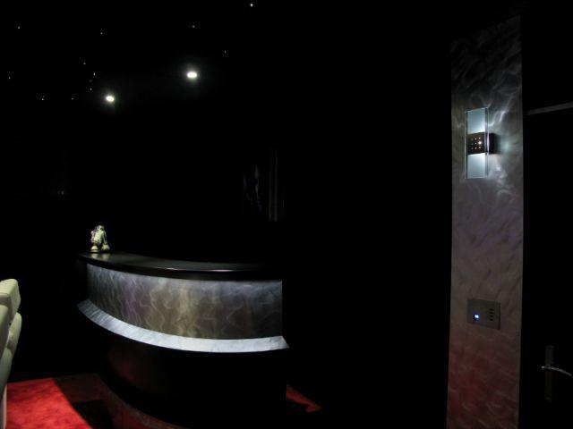 Un bar double fonction - Salle de cinéma privée