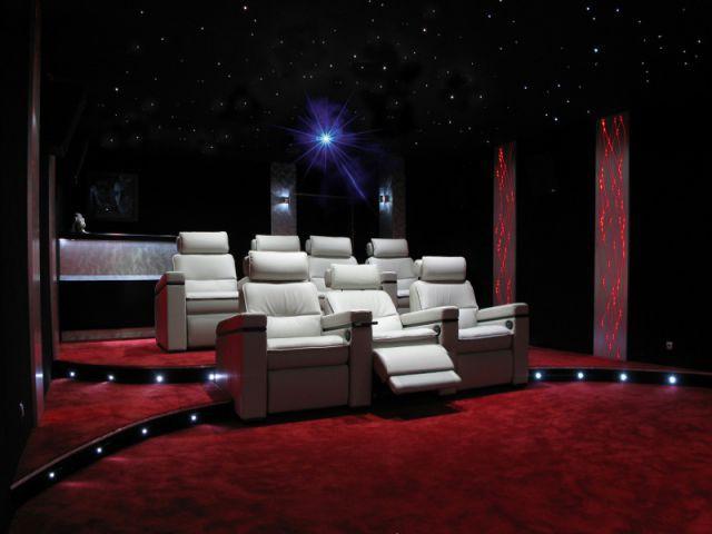 Des fauteuils grand confort - Salle de cinéma privée