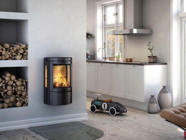 Une étagère façonnée dans le mur et reservée aux bûches - Solutions esthétiques pour ranger son bois de chauffage