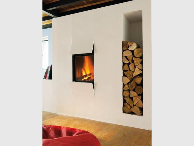 Une niche étroite pour gagner de la place - Solutions esthétiques pour ranger son bois de chauffage