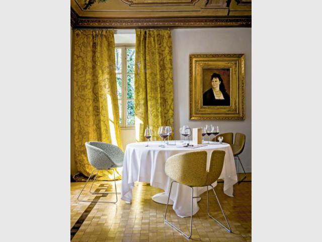Tissus Aspern sur les sièges et Ruskin pour les rideaux