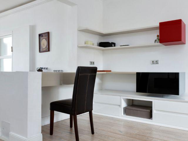 Un coin bureau discret - Un appartement fonctionnel et rafraichissant aux touches de couleurs pop