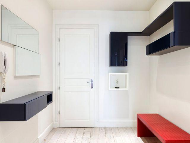 Une entrée commode et esthétique - Un appartement fonctionnel et rafraichissant aux touches de couleurs pop