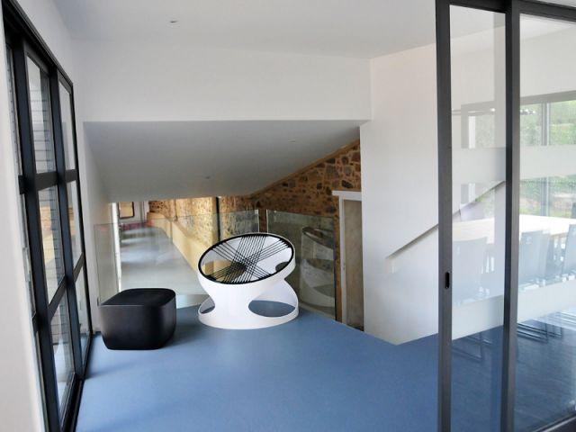 De l'art contemporain et du design dans toutes les pièces - Une longère bretonne devenue demeure design