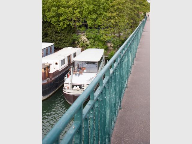 La péniche a été découpée en quatre - Une péniche avec vue panoramique sur la Seine