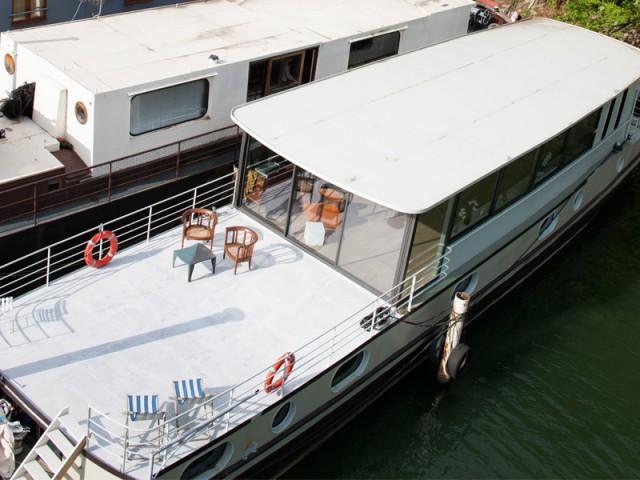 D'importants travaux de rénovation - Une péniche avec vue panoramique sur la Seine