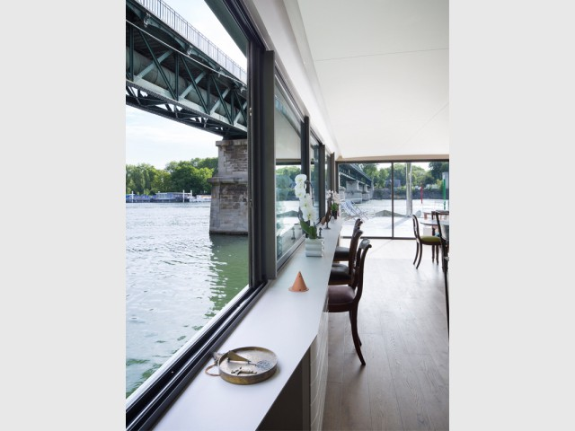 Les pièces de nuit dans la partie inférieure - Une péniche avec vue panoramique sur la Seine