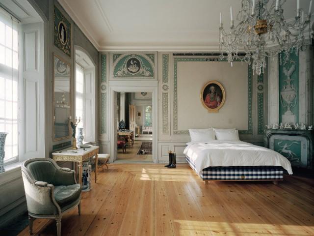 Poser un papier peint trompe l'oeil pour accentuer le classicisme de la chambre - Aménager une chambre dans un appartement de style