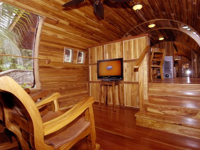 Un intérieur tout en bois pour une suite de luxe - Hôtel 727 Fuselage