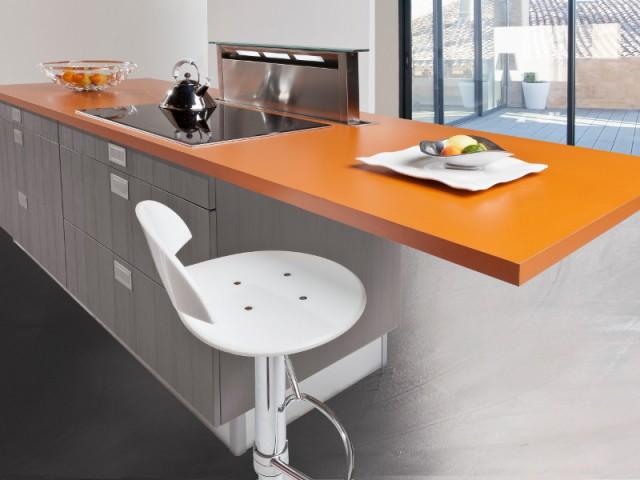 Une hotte escamotable pour une cuisine compacte - Ces hottes de cuisine qui se fondent dans le décor
