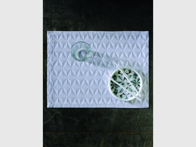 Un set de table aux imprimés origami très contemporains - Jeux de pliage
