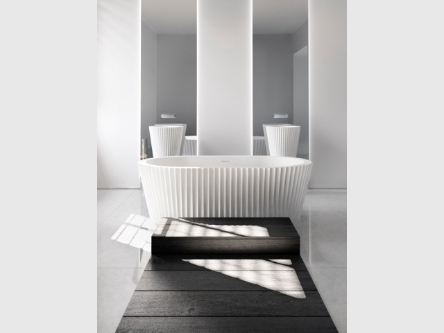 Une baignoire comme du papier plié en accordéon  - Jeux de pliage