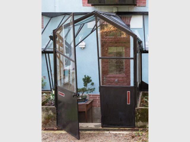 Deux jours pour ajuster les portes de la verrière - Une verrière contemporaine