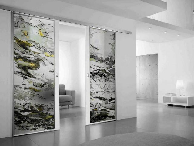 Des portes de verre pour séparer le salon du couloir - Art contemporain sur verre