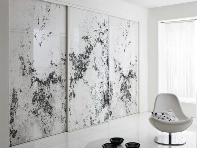 Des portes plus opaques pour occulter un dressing - Art contemporain sur verre