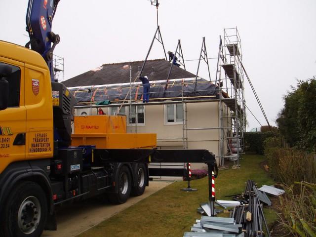 Une nouvelle pente de toit pour augmenter la surface habitable - Un pavillon change de toiture et gagne 70 m2