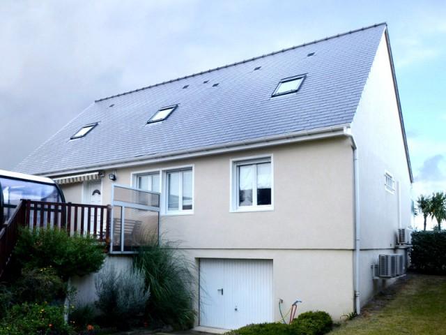 Des petites ouvertures de toit côté rue - Un pavillon change de toiture et gagne 70 m2
