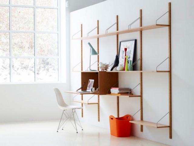 Un secrétaire intégré tout en légèreté dans une bibliothèque  - Petits bureaux : place aux secrétaires nouvelle génération