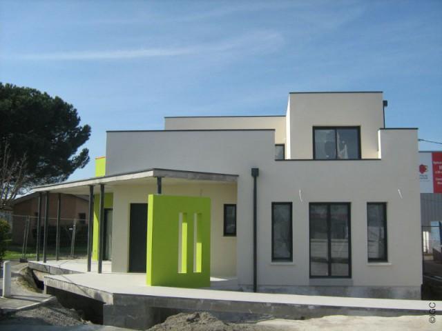 Le muret coloré, marque de fabrique d'IGC - Maison Chora - IGC