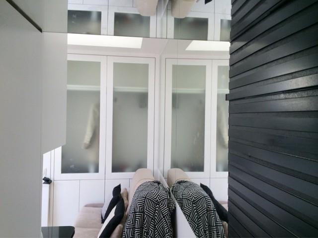 Un damier visible grâce à un jeu de miroirs - Rénovation studio