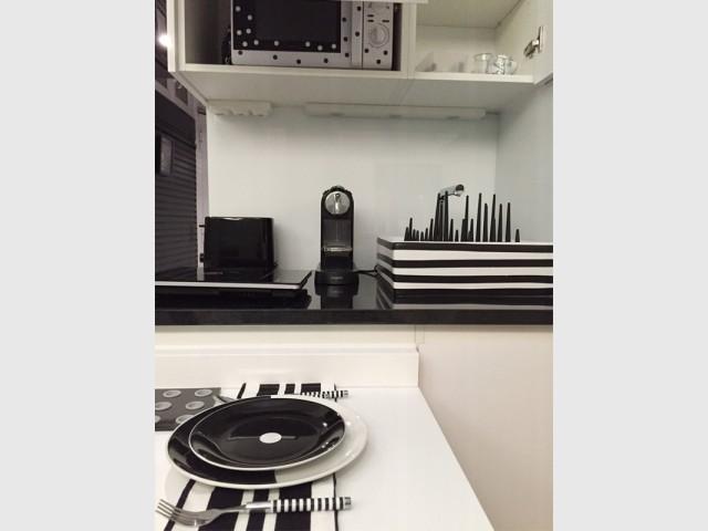 Une cuisine où l'électroménager se dissimulent des regards - Rénovation studio